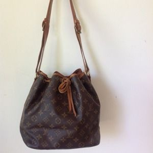 Louis Vuitton shoulder petit Noe' drawstring bag