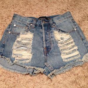 ☀HOST PICK ☀Minkpink ripped denim shorts size xs😍
