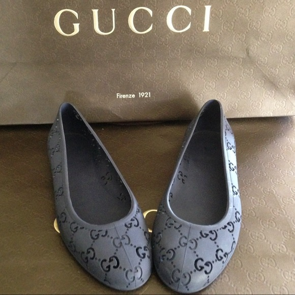 gucci sold new gucci navy ballerina flats from lisa 39 s closet on poshmark. Black Bedroom Furniture Sets. Home Design Ideas