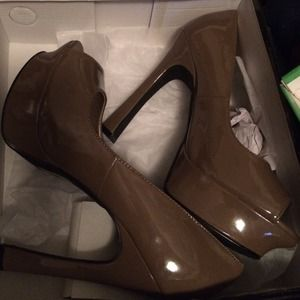 Shoedazzle Shoes - SALE- Brand New Shoedazzle Camel Heels!