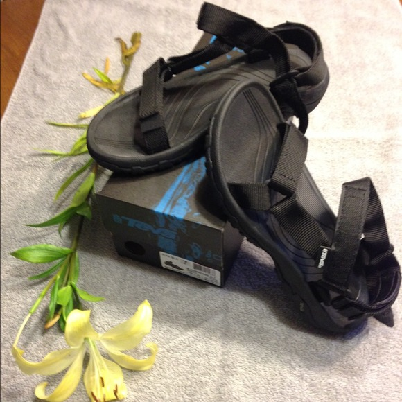 e9b4fc72e904fc Teva. Women s Hurricane XLT Sandals