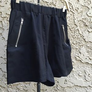 Thammy's Boutique Pants - Trendy Black Soft Shorts w Zipper Pockets💋💋💋