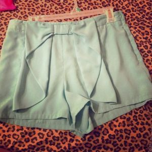 Large bow high waisted shorts!