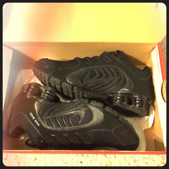Nike Shoes - Nike shox navina size 7 womens