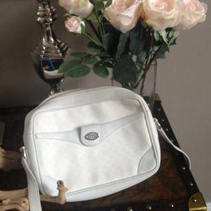 Vintage Gucci white cross body purse.