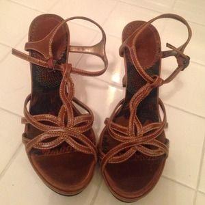 MUDD brown leather heels