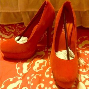 Orange tall pumps