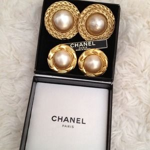 % Authentic Vintage Chanel Clip-on Earrings