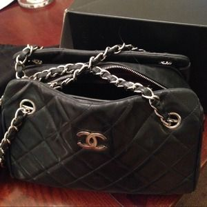 Chanel vintage lambskin black bag