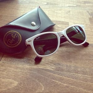 Authentic ray-ban wayfarer sunglasses with case