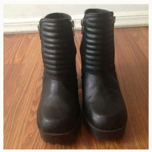 56 h m boots h m chunky black heel boots from