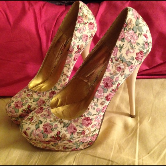 FH - 🎉SALE🎉Ivory and Pink Floral Heels from Angelyn's closet on ...