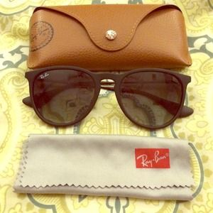 Black Ray-Ban Erika sunglasses