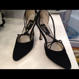 BLACK SUEDE KNOTTED PUMPS