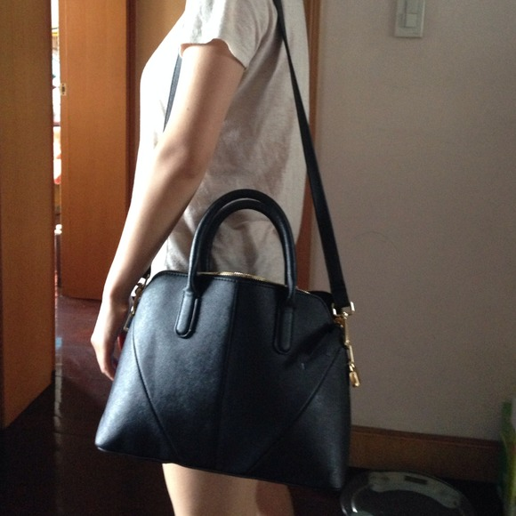 Cheap Wedding Dresses Jackson Ms: Zara Mini City Bag (Black) Holding
