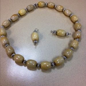 Jewelry - Agate and Titanium stretch necklace set