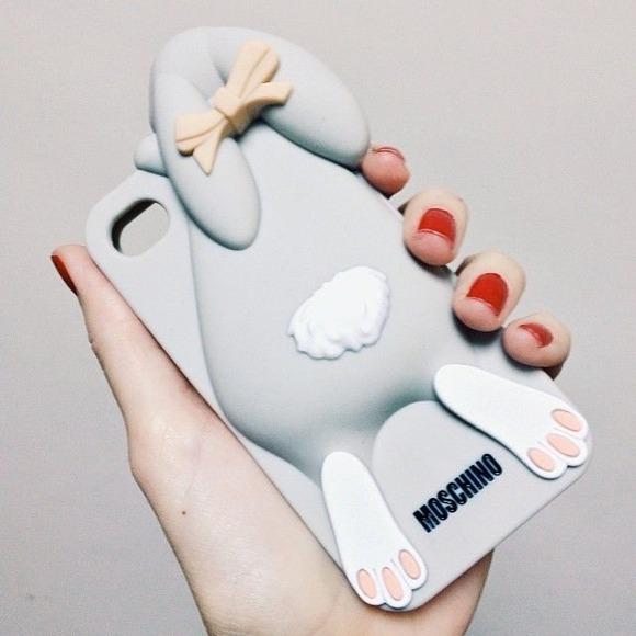 the latest 8f14c b752d Moschino Rabbit iPhone 5 Case!