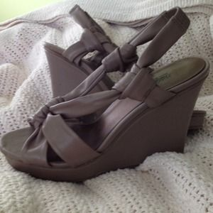 Shoes - Nude wedges !