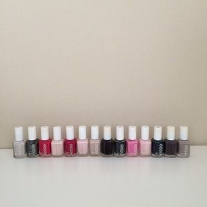 Accessories - 14 essie nail polishes