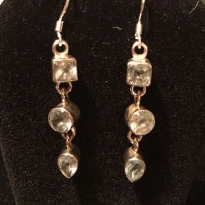 Jewelry - Pale blue topaz