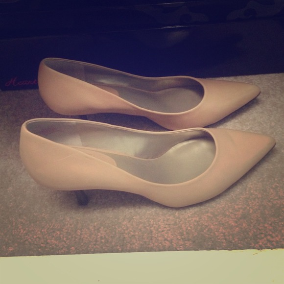 63% off Nine &amp Co. Shoes - Nude Kitten Heels - Size 11! from