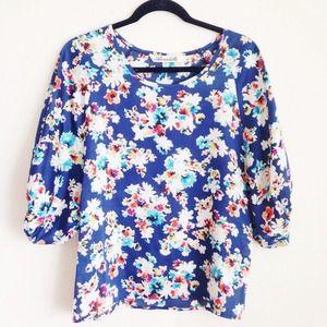 Annabella Tops - ✨HP!✨Annabella floral print blouse.
