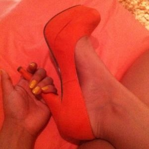 never been worn orange pumps!