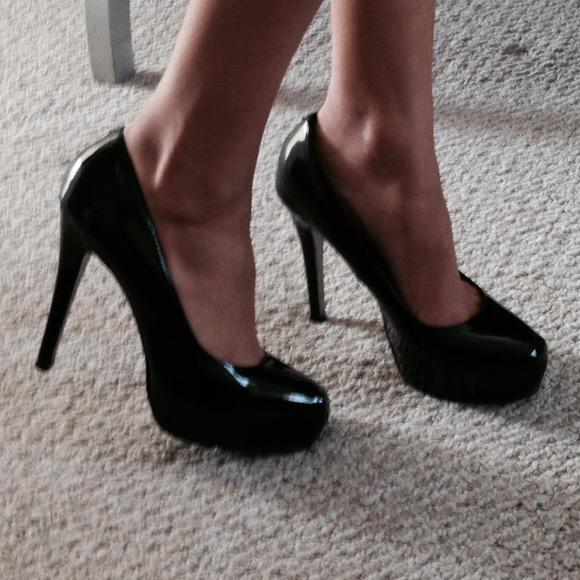 Steve Madden Women's Russhh Snip Toe Pump Black Patent Size 8.0
