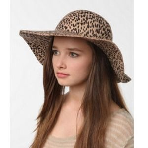 Urban Outfitters Accessories - 🎉HOST PICK🎉 Leopard felt hat