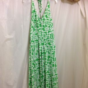 Green and white maxi dress. Size s but I'm a m