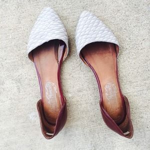 JEFFREY CAMPBELL SZ 7 FLATS SHOES POINTED