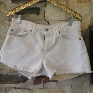 Levis denim cut off (off white) shorts