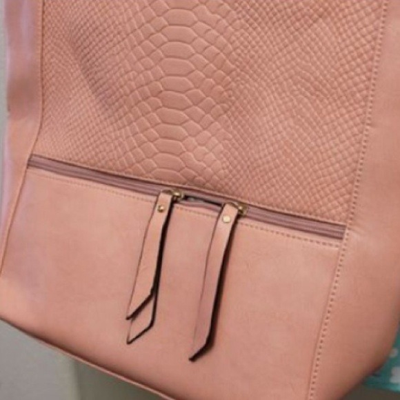Handbags - Dusty Peach/Pink Tassel Faux Croc Tote 2