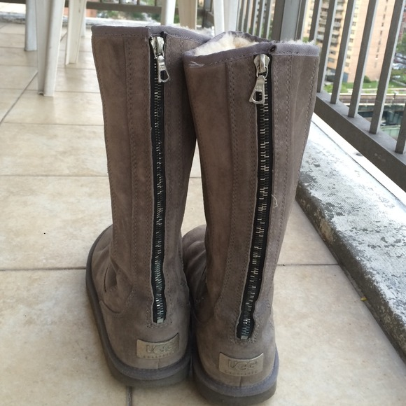 56 Off Ugg Boots Grey Zip Up Uggs Sz 8 From Lany S