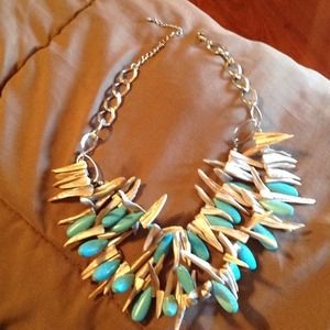 Jewelry - Turquoise and shell choker