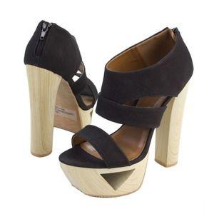 Shoes - 🔥 NIB Black Platform Fashion Heels- 8.5
