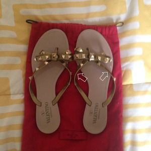 100% Authentic Valentino Rockstud flip flops
