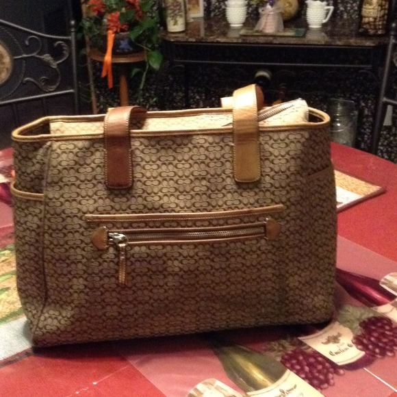 86 Off Coach Handbags Coach Extra Large Tote Bag From