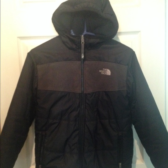 61ef9424ed97 North face Hooded Boys Coat Black Reversible. M 53c1339ddd7b7f7e5c043d76