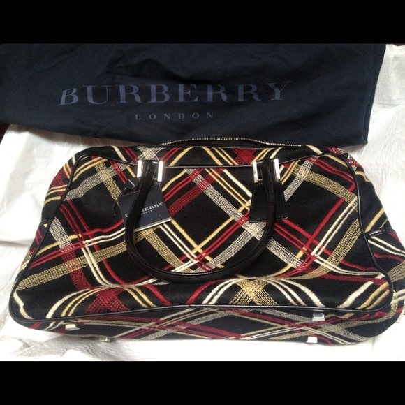 56ee4f4ce427 Vintage Extremely Rare Burberry purse NWT