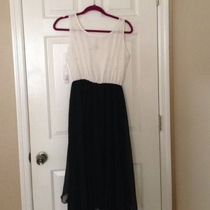Dresses & Skirts - Pearl black and white dress never worn