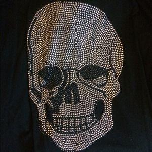 Tops - 💀Black and sliver skull shirt💀
