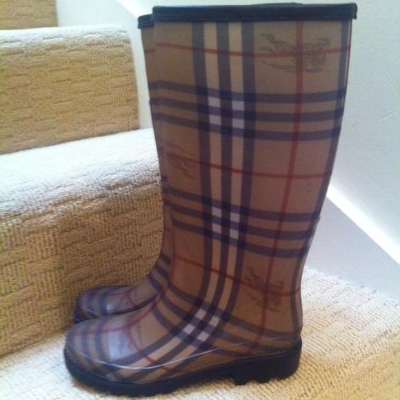 99% off Burberry Boots - Burberry Rain boots signature design size ...