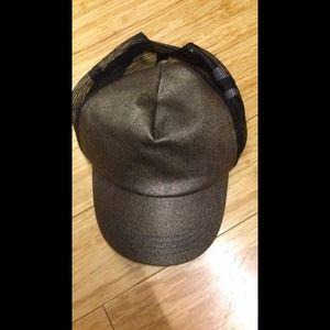 Trucker hat / baseball cap