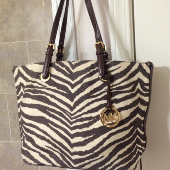 ec642d30db0304 ❌On HOLD❌Michael Kors Zebra print canvas Tote🌸. M_53c34f952b7b31054301cf9f