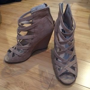 Shoemint 'Gina' strappy wedges in taupe/nude