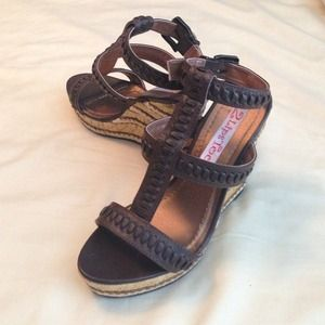 Like new brown strappy wedge heels.SALE💥