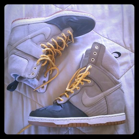 Nike Womens Dunk Sky Hi Sneakerboot. M 53c41c3fc003eb03a119cd42 2fdb1ff2e