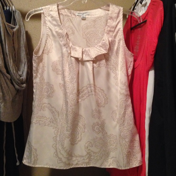 89 off banana republic tops sleeveless silky shirt from for Do gucci shirts run small