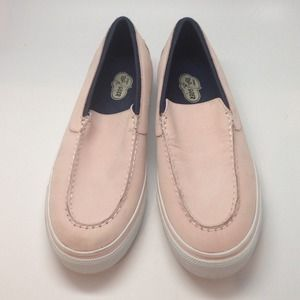 Sperry Top-Sider (in light pink)